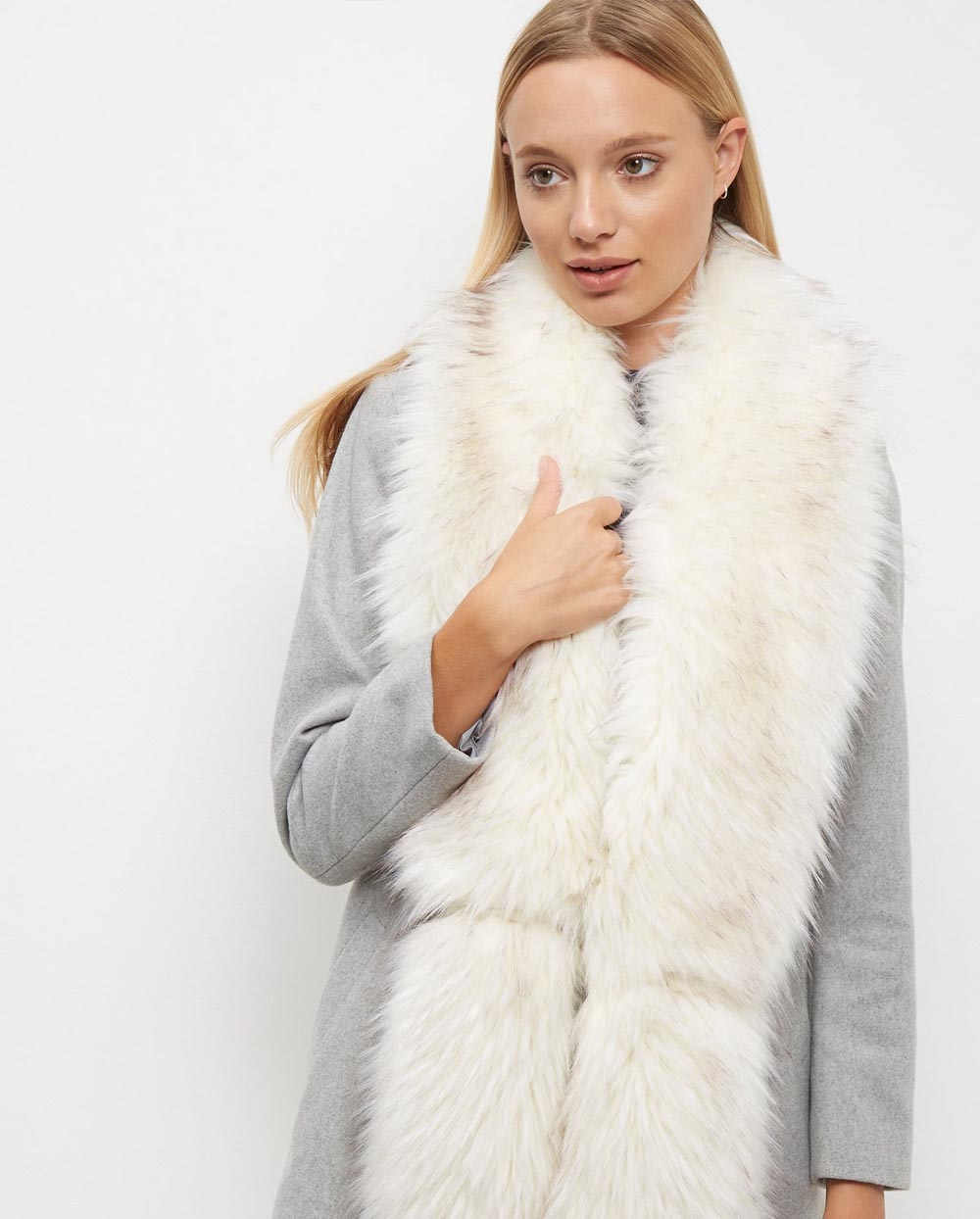 white fur stole paired - 720×817