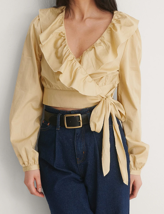 cropped frill blouse beige