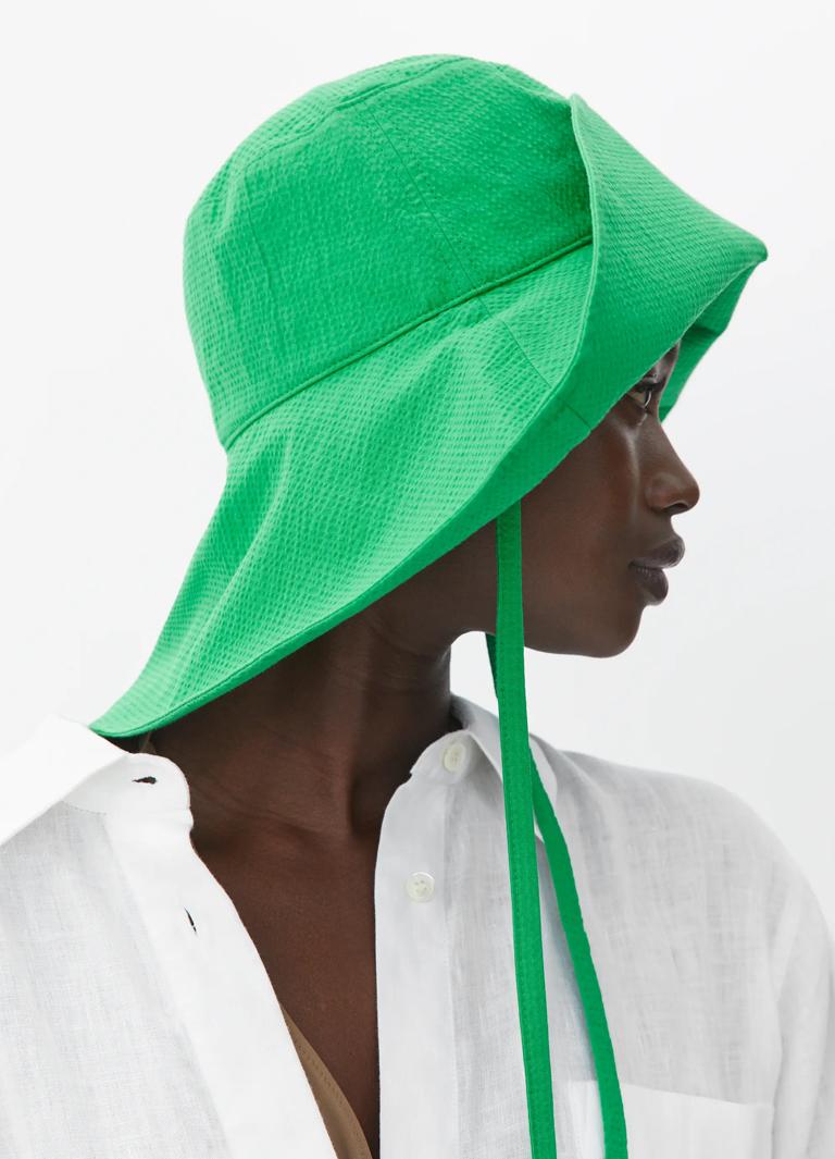 green beach hat